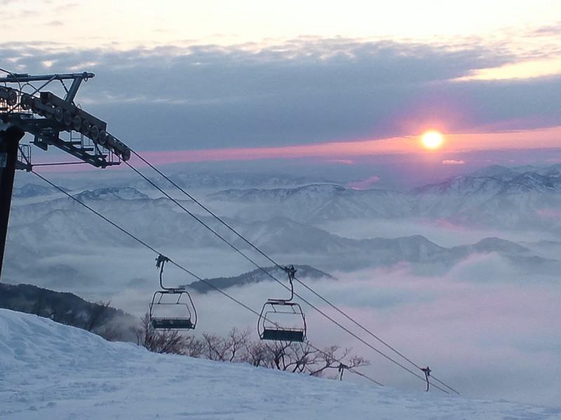 スキー場(朝日と雲海)