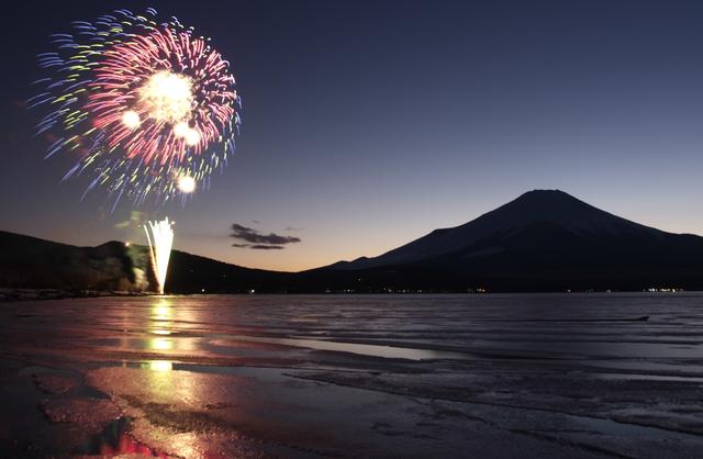 夏の風物詩 富士五湖の花火大会が今年も開催!!